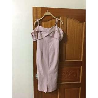 正韓露肩平口一字領粉紅色修身窄裙洋裝