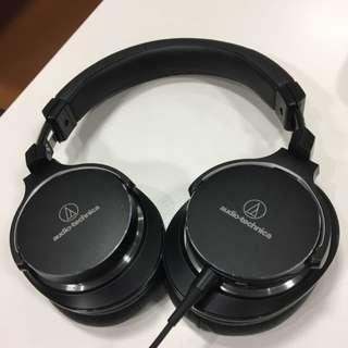 Audio-technica MSR7NC (active noise Canceling)
