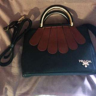 tas prada black&red