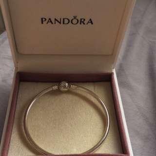 NEW Pandora Bangle 21cm