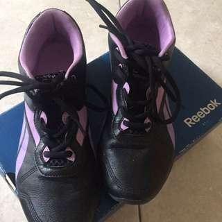 Sepatu Running Merk Reebok