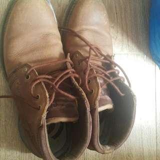 CAT 皮鞋一對