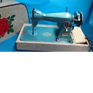 二手國際牌桌上型縫紉機 功能正常 沒說明書 請斟酌購買  售出不退貨