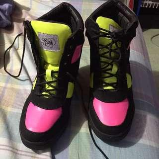 Lipstik Wedge Shoes