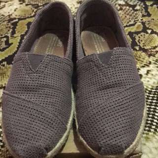 Authentic Toms Size 6
