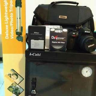Nikon D3300 Camera + Dry cabinet