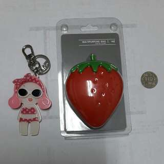 钥匙圈x2~草莓图案的是矽膠材质~可水洗