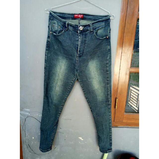 #bersihkanlemari Jeans Logo