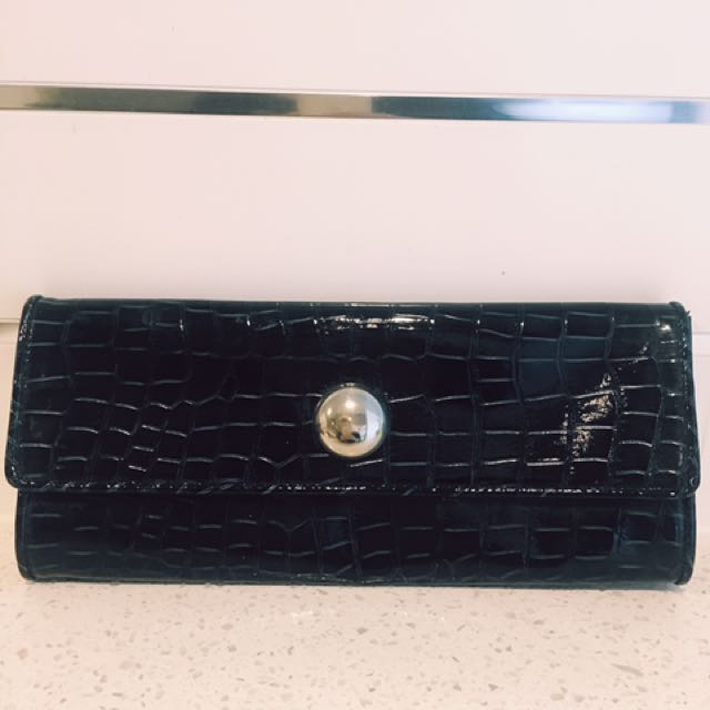 Black/Dark Navy Clutch