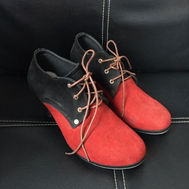 Boots Sued Red Black