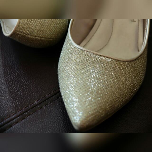 Janine Gold Comfort Plus By Predictions Fesyen Wanita Sepatu Di Carousell