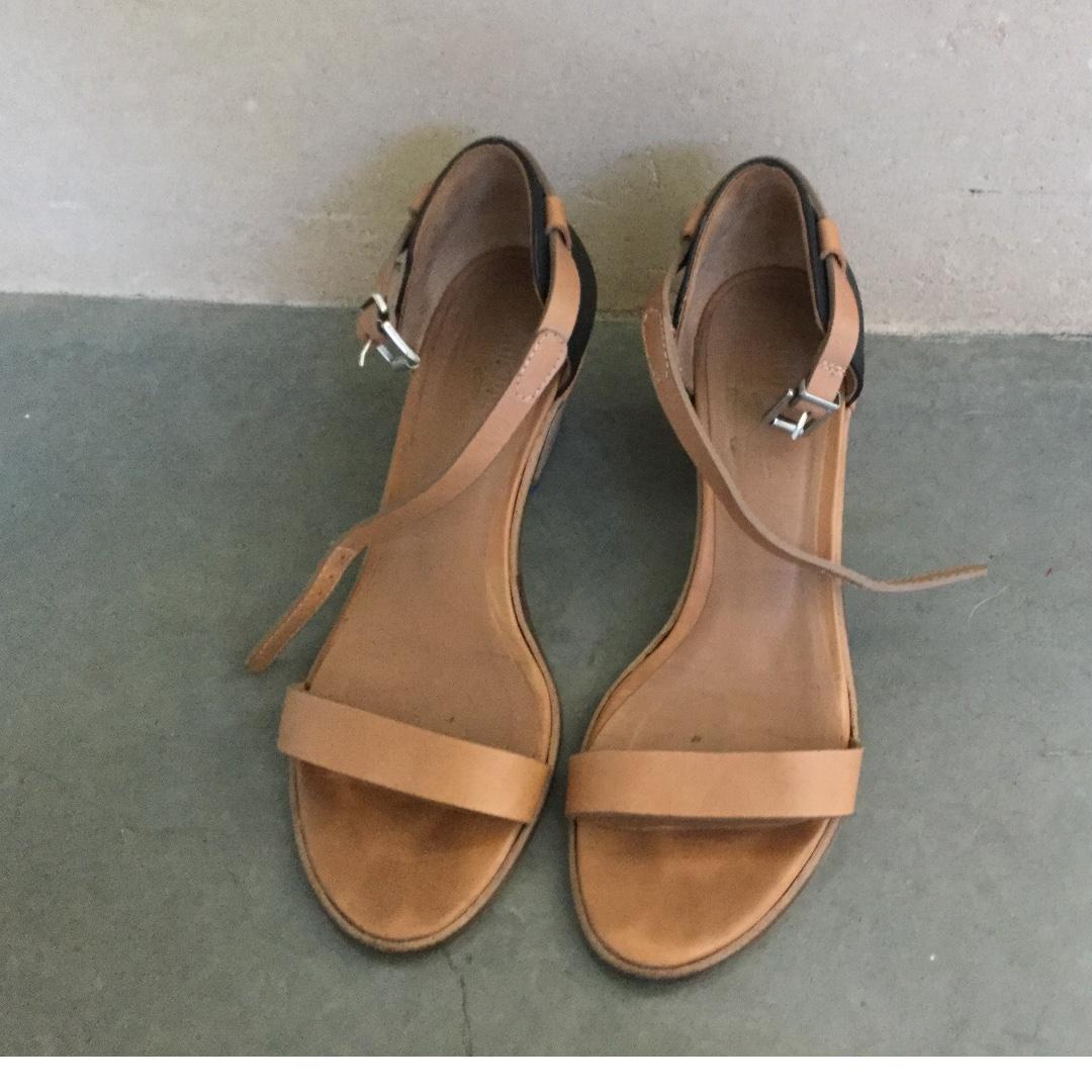 Kupuri Tan and black summer heels