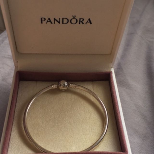NEW Pandora Bangle 21cm