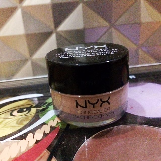 nyx coverage concealer (LIGHT)