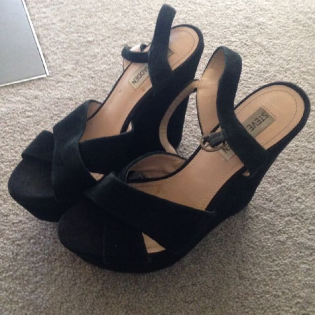 Steve Madden Suede Wedhes