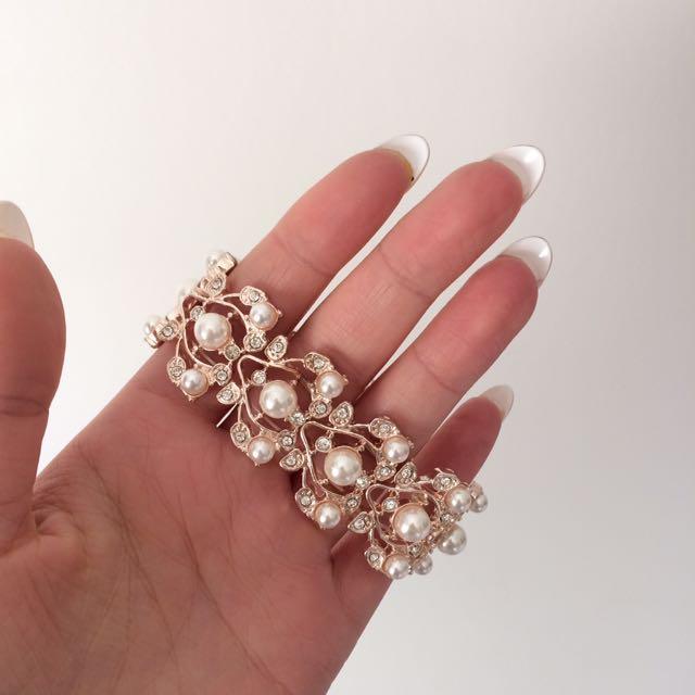 Stunning Pearl Bracket