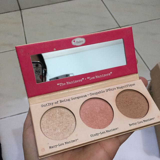 THE BALM theManizer Sisters