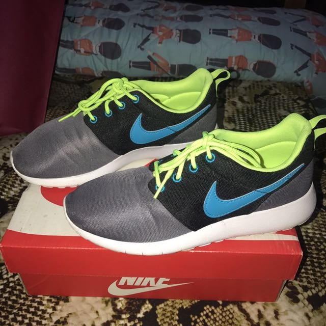 Used Twice Nike Roshe One Size 5y Fits 5-6.5 Womens