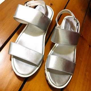 銀色百搭涼鞋