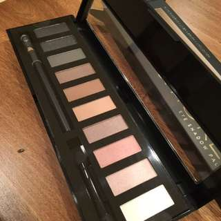 Smokey Eye Shadow Palette With Eyeliner