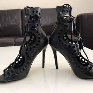 Windsorsmith Heels gillies black leather