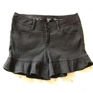 🚚 #兩百元短褲 專櫃chereaux黑色荷葉下襬短褲
