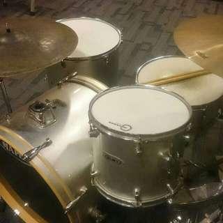 Mapex Q Series Drums (Silver Sparkle)