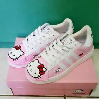Hello Kitty  shoes Size: 39 40
