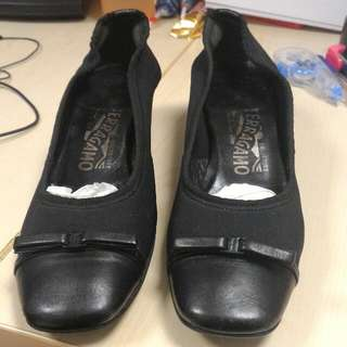 Preloved Auth Ferragamo Court Shoe