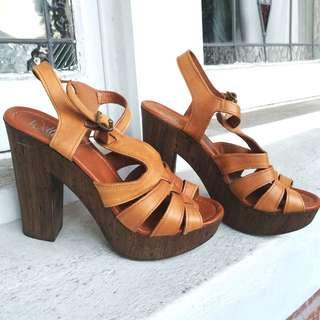 Wittner Size 38 Tan Platform Heel