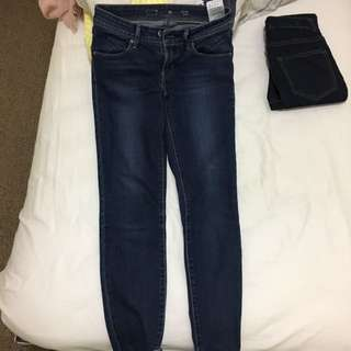 Levi's Mid Rise Skinny Jeans Size 25