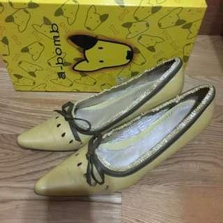 A Bomb芥末黃尖頭低跟鞋