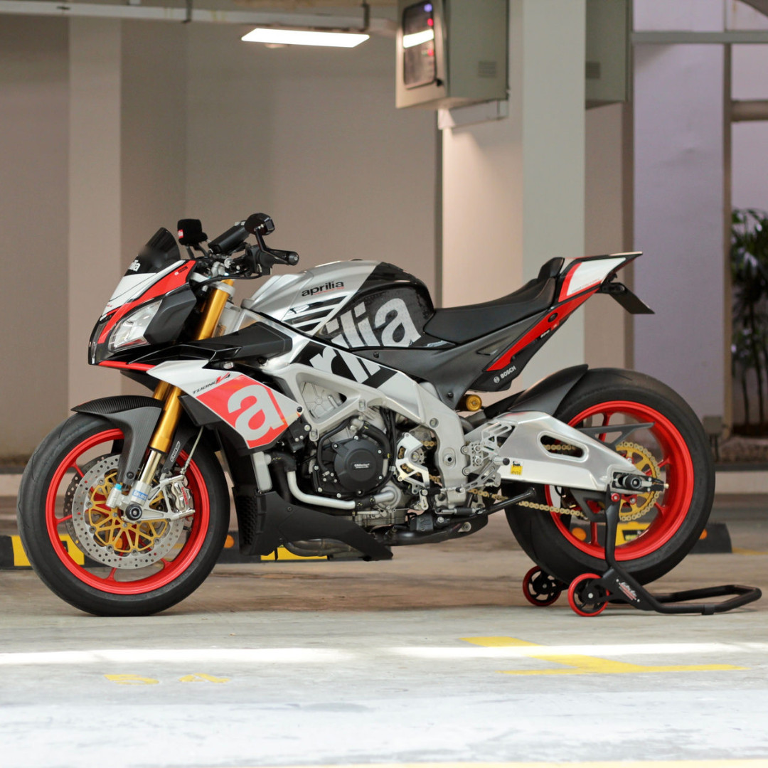 2015 aprilia tuono v4 1100 factory motorbikes on carousell. Black Bedroom Furniture Sets. Home Design Ideas