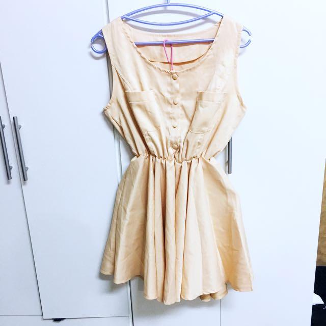 二手👚淺膚色微緞面背心傘洋裝