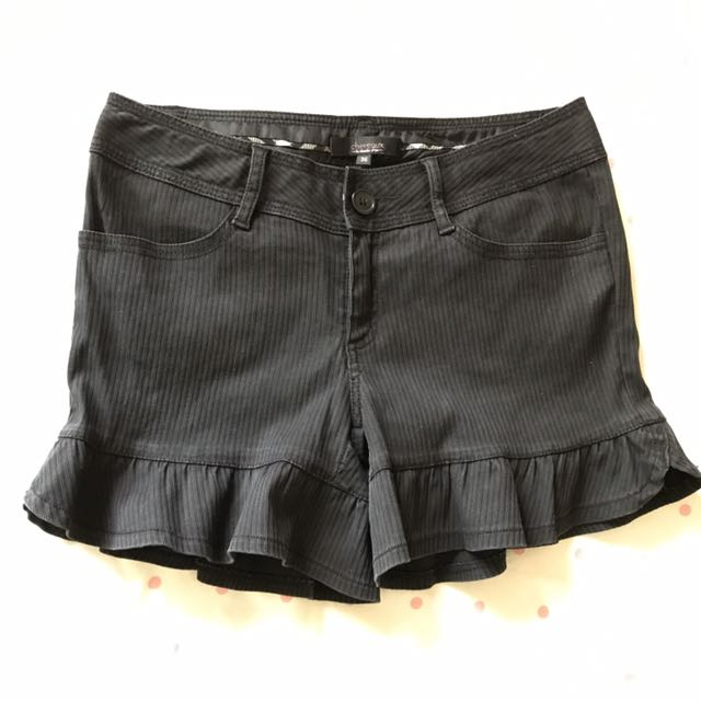 #兩百元短褲 專櫃chereaux黑色荷葉下襬短褲