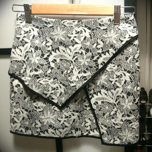 Ally Size 6 Grey & Black Mini Skirt