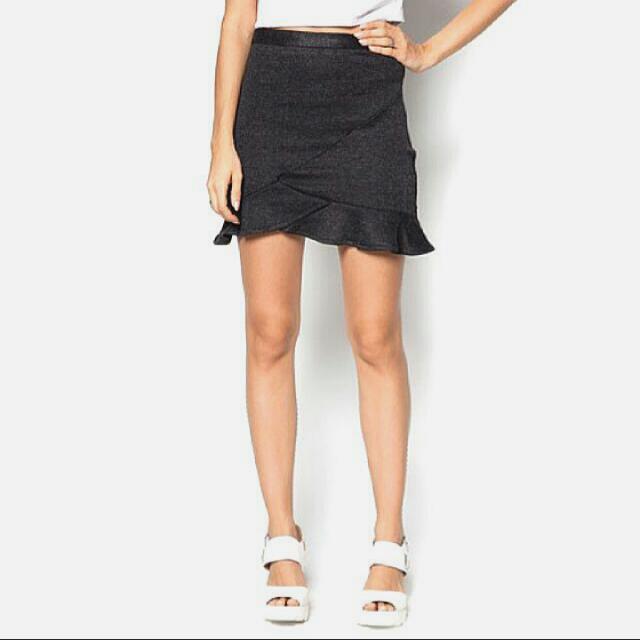 ❗SALE❗ Black Fluted Hem Skirt