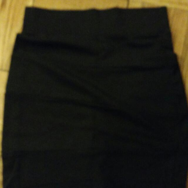 Black Pencil Skirt, Size 6, Stretchy