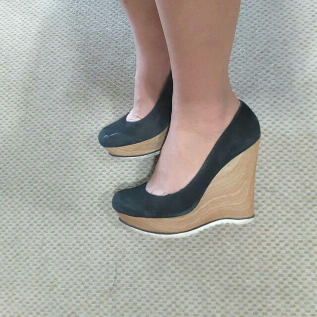 Guess Shoes Black 39/8 Sepatu