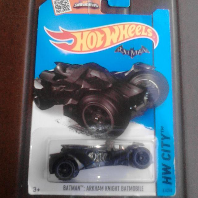Hot Wheels BATMAN ARKHAM KNIGHT BATMOBILE