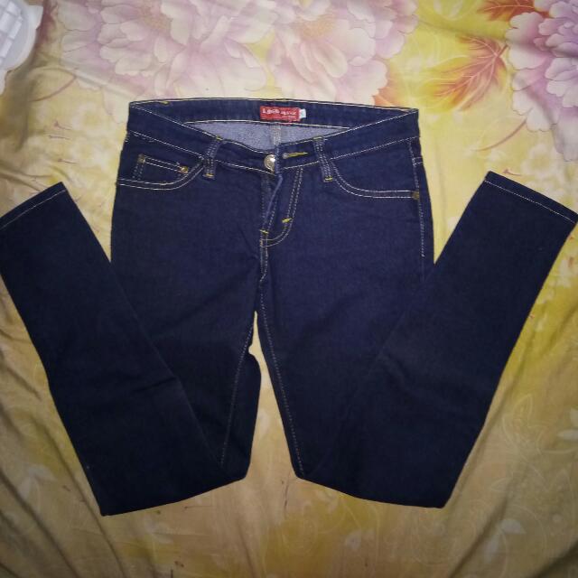Jeans Logo Size 28