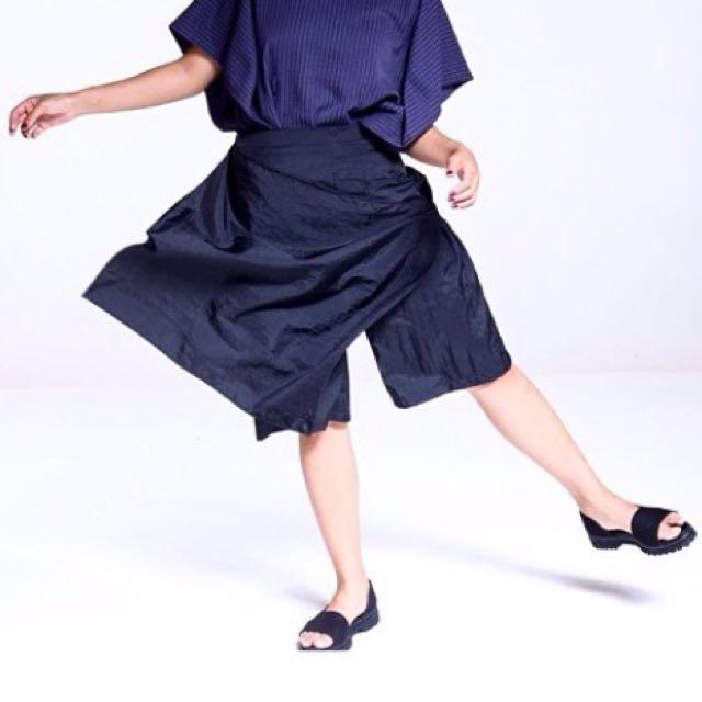 Noki Black Saka Textured Pants