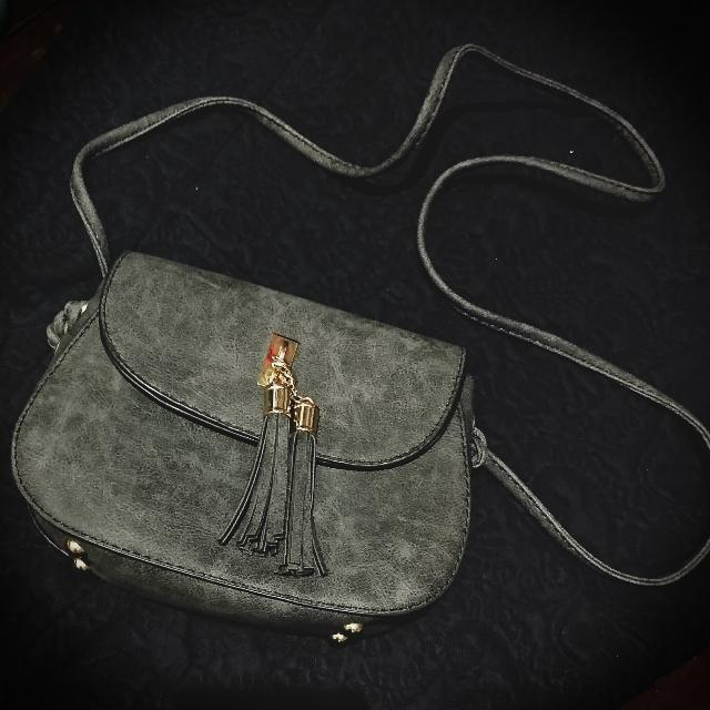 Parisian chic Bag With Tassel (In Gray)