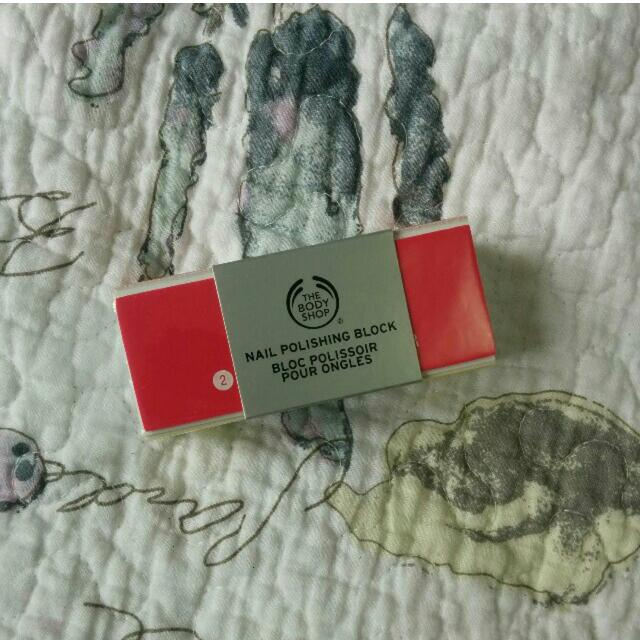 The Body Shop nail polishing block