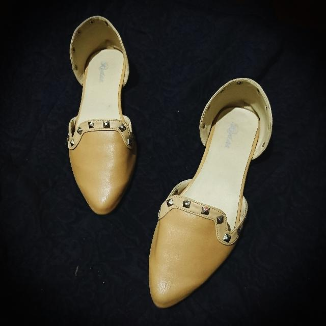 Valentino-inspired Open flat Shoes (In Beige)