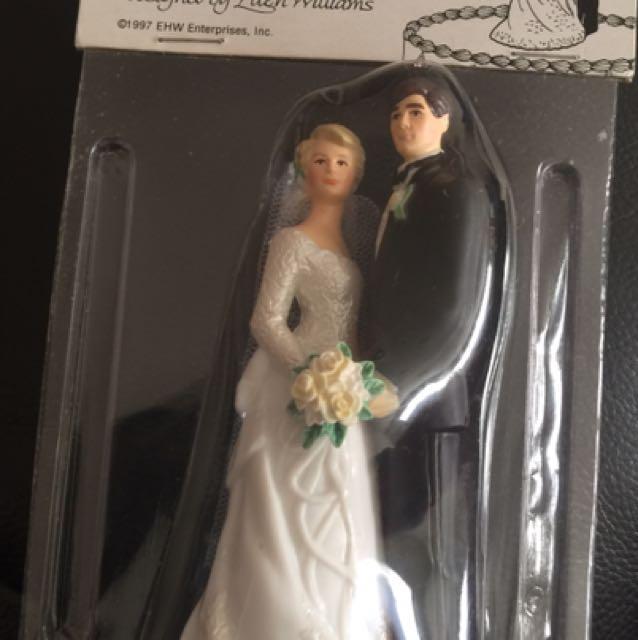 Wilton Wedding Couple Topper