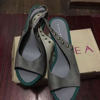 sandals color gray