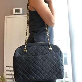 ♥CHANEL Guaranteed Authentic CHANEL Extra Large Maxi Bag Vintage