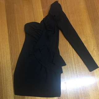 Cute Off Shoulder Black Dress Size 6