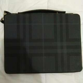Tas Tangan Ipad Burberry,